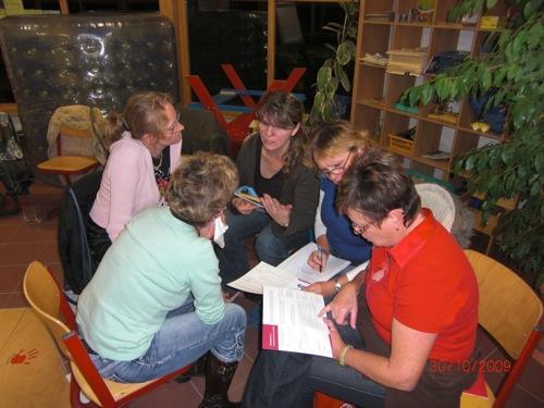 Das Team vom Apfelkörbchen bei der Gruppenarbeit