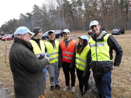 Praesident Klaus-Peter Schirmer dankt den Schuelern vom Freien Gymnasium Borsdorf fuer ihren ehrenamtlichen Einsatz